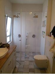 """תמונה של התקנת מקלחון זכוכית 8 מ""""מ כולל אחריות"""
